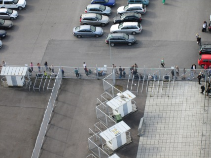 We also spotted people waiting in line for audition for Finnish Idol? Or Finland's Got Talent?
